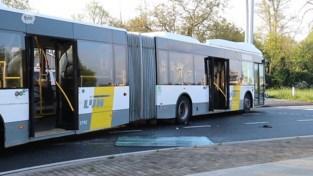 Lijnbus aangereden op kruispunt