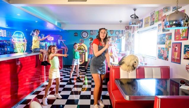 Samson & Marie hele zomer lang te zien in videoclip in unieke American diner en die staat in deze Vlaamse gemeente