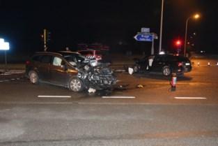 Drie gewonden na frontale botsing op expresweg