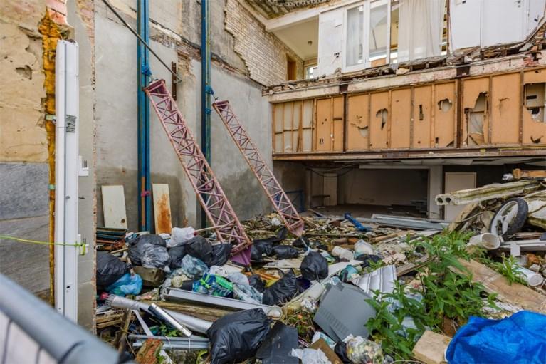 Middenin Mechelse woonbuurt groeit één grote vuilnisbelt