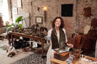 """Nadia (47) opent vintagewinkel en bar in authentiek pand: """"Ik creëer sfeer van vervlogen tijden"""""""