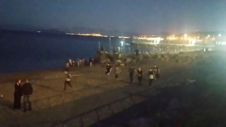 Gaven diplomatieke spanningen tussen Spanje en Marokko vrijspel aan 5.000 migranten?