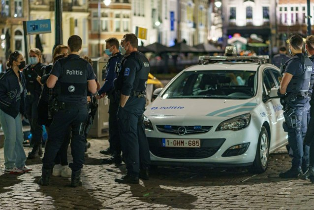 Zeven arrestaties en één mondmaskerboete: politie bleef mild op eerste terrasdag in Gent