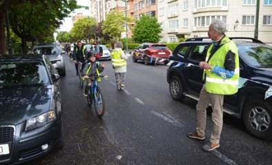 """Menselijke ketting om fietsers te beschermen tegen gevaarlijk verkeer: """"Als de gemeente het niet doet, dan doen we het maar zelf"""""""
