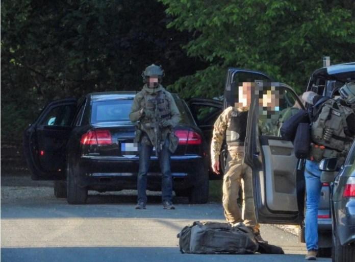 Klopjacht op militair: schoten gehoord in natuurpark, 90 militairen toegekomen en besmeurde kledij gevonden