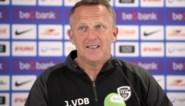 """Genk-trainer John van den Brom: """"Onvoorstelbaar dat laatste twee wedstrijden niet tegelijkertijd worden gespeeld"""""""