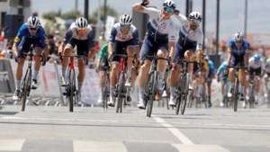 André Greipel wint voorlaatste rit in Ruta del Sol nadat renners bij de start een symbolische protestactie hielden