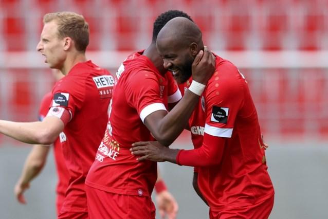 Antwerp haalt het van tienkoppig Anderlecht en gaat de Europa League in, opnieuw dankzij... Lamkel Zé
