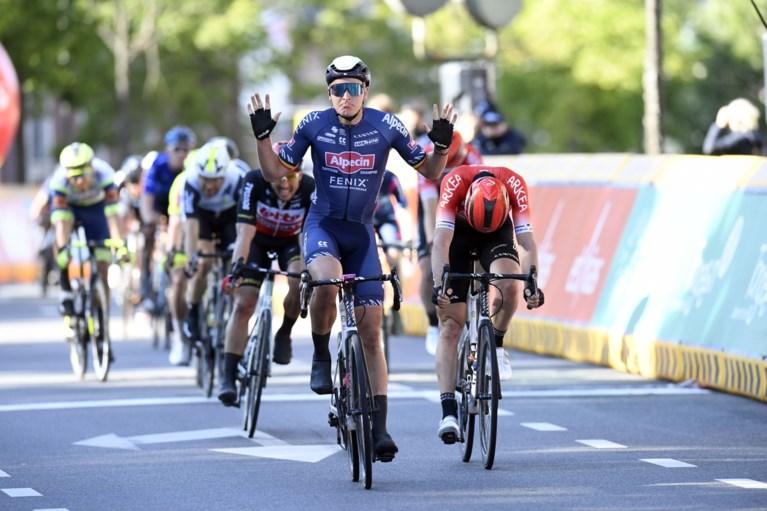Chaos in de Ronde van Limburg: Brent van Moer rijdt verkeerd in slotfase, Tim Merlier spurt naar de zege