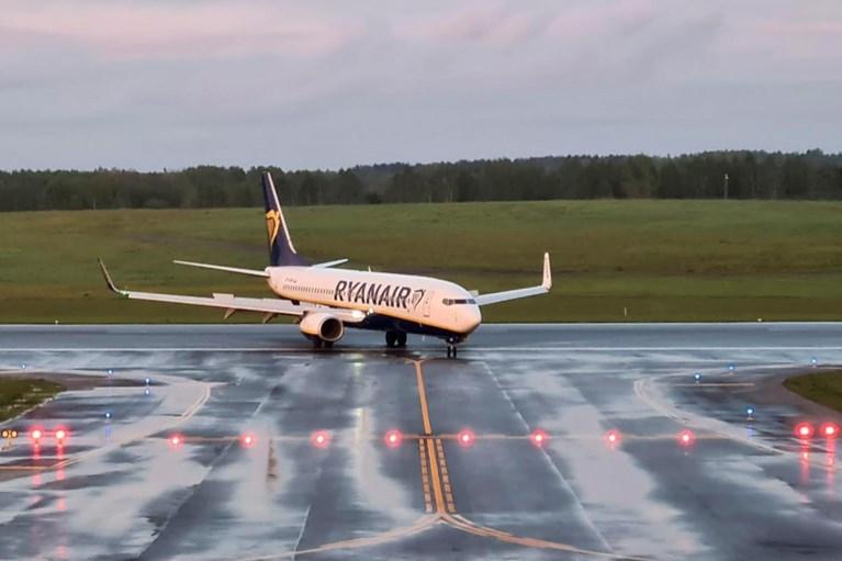 """Wit-Rusland zet Ryanair-vlucht aan de grond om opposant op te pakken, Europa beslist maandag over sancties voor """"kaping"""""""