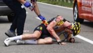 """Jos van Emden staat voor ambulancerit van 1.200 kilometer na val in Giro: """"Gianni Vermeersch reed me van de fiets"""""""