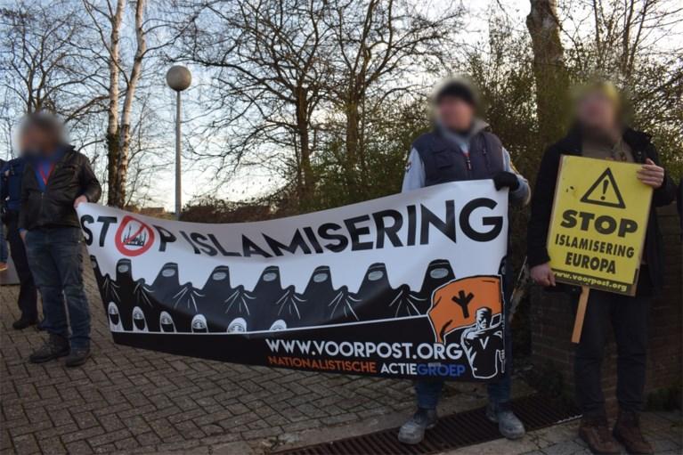 Bart De Wever niet eens met veroordeling van Voorpost-leden, Vlaams Belang-kopstukken protesteren in Mechelen