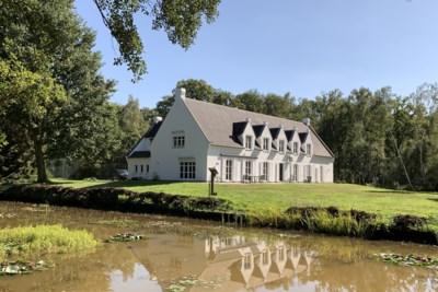 Te koop voor 1,6 miljoen: villa met conciërgewoning in het groen én met een addertje onder het gras
