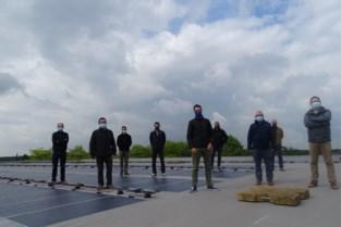 276 flinterdunne zonnepanelen prijken op dak sporthal Diepvenneke