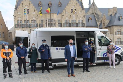 Politiepost op wielen met veel snufjes, koelkast en verwarming, is ook commandopost als het nodig is