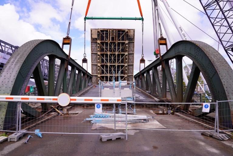 Meulestedebrug ligt terug op haar plaats, nu nog de laatste herstelling