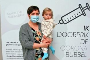 Panishof installeert fotowand voor 'vaccinatieselfies' in wachtruimte