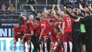 Sebastiaan Bornauw speelt ook volgend jaar in Bundesliga: Köln demonstreert in laatste barragematch