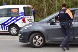Politie moet uitwijken voor vluchtende bestuurder