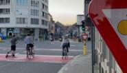 Vroeger riskeerde je hier een boete, nu mag je door het rood rijden (met de fiets)