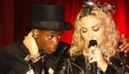 Zoon van Madonna flaneert in zijden jurk
