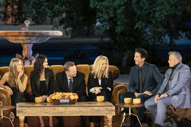 """Onze chef media keek naar de reünie van 'Friends': """"Het heeft iets zieligs. Maar voor geld danst de beer"""""""