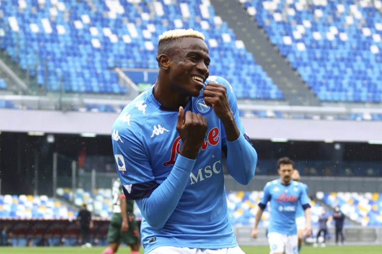 """Moet 'dure' Dries Mertens opkrassen? """"Napoli overweegt transfer"""" (en ook ex-speler Charleroi speelt een hoofdrol)"""