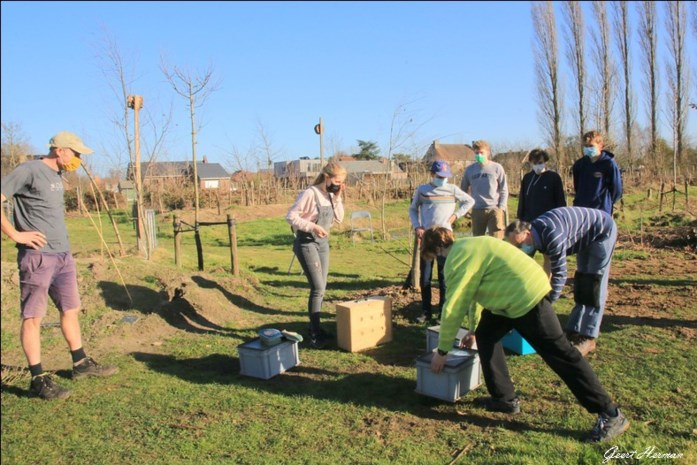 """Aanschuiven voor ecotuindagen in 'De Zoetenhof': """"Honger is groot na coronajaar"""""""