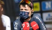 """Tom Pidcock breekt sleutelbeen bij aanrijding op training en moet passen voor Ronde van Zwitserland: """"Hij heeft geluk gehad"""""""