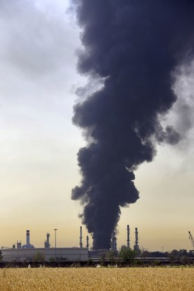 Brand onder controle na ontploffing in Iraanse olieraffinaderij