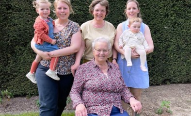 Dubbel viergeslacht levert mooie familiefoto op