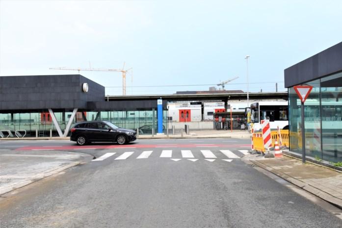 Dit wordt het nieuwe station van Kortrijk en dat mocht blijkbaar wat kosten