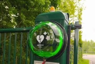 """Acht extra defibrillators geplaatst in Latem: """"Kan verschil tussen leven en dood betekenen"""""""