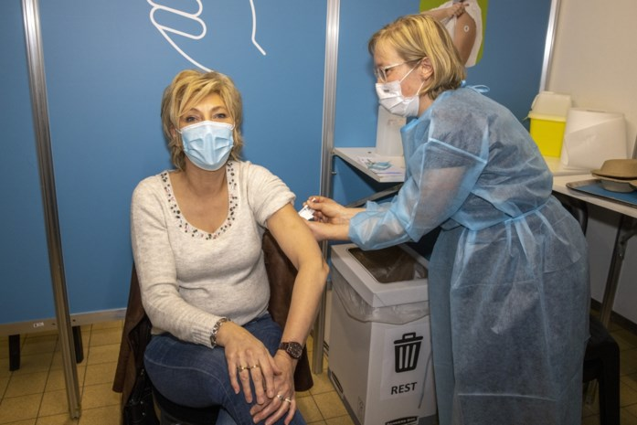 KAART. Kijk hier hoever jouw gemeente staat met vaccineren: in Wetteren zijn de 37-jarigen uitgenodigd, in Nazareth de 41-jarigen