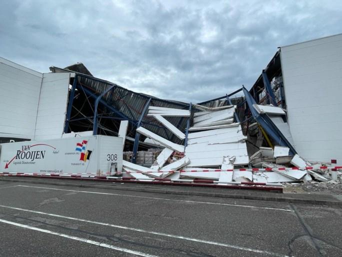 Wolkbreuk zet centrum van Herentals en Turnhout blank, dak logistiek bedrijf stort in
