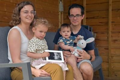 """Nathalie (31) en Marijn (33) lopen voor overleden zoontje Mathis: """"We praten gewoon over hem, het is geen taboe"""""""