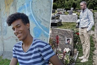 """Papa van Sandia Dia ontmoette Reuzegommer bij graf van zijn zoon: """"Ik zal u pardonneren. Ik ben bozer op uw ouders"""""""