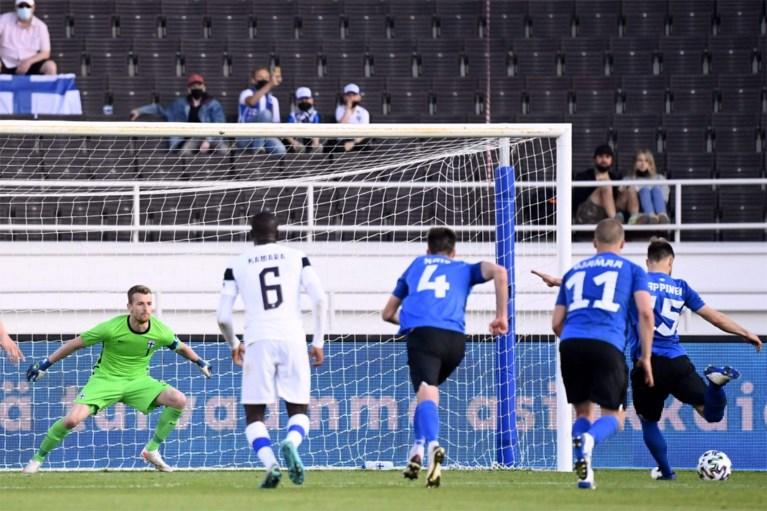 Esercitati al chiuso.  La vittoria dell'Italia su Repubblica Ceca, Spagna e Portogallo non segna, e gli avversari dei Red Devils perdono contro un nano del calcio.