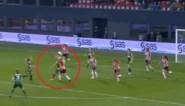 Is dit de meest schlemielige penaltyfase ooit? Appelleren voor hands en dan de bal zelf tegen de hand krijgen