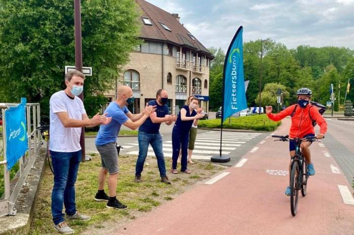 Daverend applaus voor graag geziene fietsers