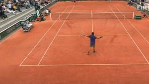 'Goffin-killer' Lorenzo Musetti laat publiek dansen en toont met twee wonderballen waarom hij Roland Garros ooit kan winnen