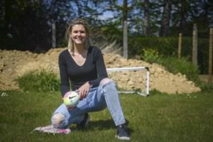 """Lisa Jacobs bindt schoenen weer aan bij Borsbeke: """"Ook dochter Zoë voetbalt al"""""""
