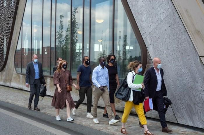 """""""Vooringenomen"""" voorzitter gewraakt net voor zitting, advocaten Sanda Dia snoeihard voor onverwacht manoeuvre"""