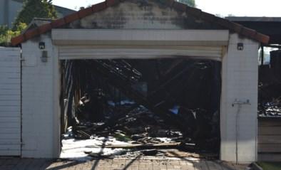 Felle brand vernielt grote garage van pas verkochte woning