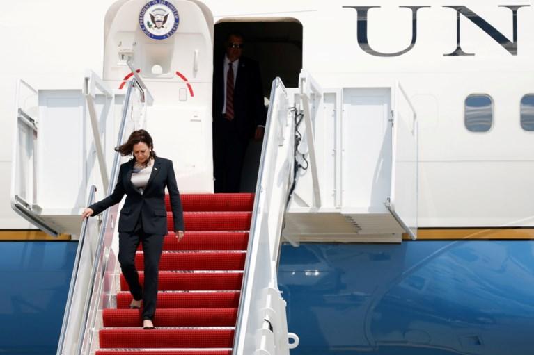 Vliegtuig Kamala Harris moet rechtsomkeer maken tijdens haar eerste internationale reis