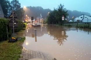 """Gemeente organiseert versnelde ophalingen van grof vuil na stortbui: """"Maar opritten reinigen we niet"""""""