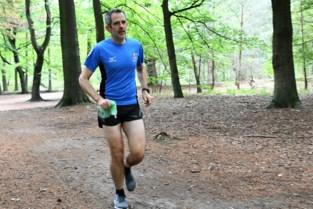 Jean-Michel Meyers ruimt al joggend zwerfvuil op