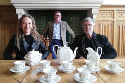"""Familie schenkt vooroorlogs koffieservies aan verhalenkelder stadhuis: """"De mensen lieten het achter toen ze vluchtten voor oorlog"""""""