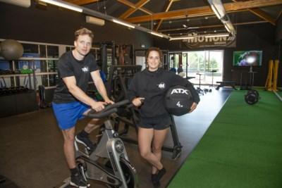 """Stefanie en Harmen mogen eindelijk klanten ontvangen in nieuwe fitnesszaak: """"Onze agenda staat al meteen bomvol"""""""