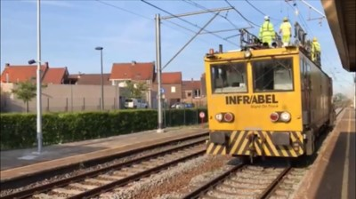 Arbeiders Infrabel hele nacht in de weer met herstellingswerken, maar treinverkeer lang onderbroken nadat verstrooide trucker kabels afrijdt